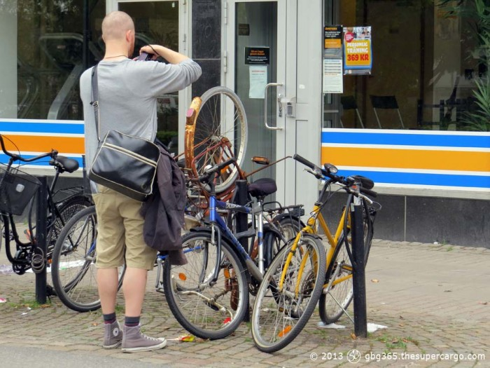 Photographer and bicycles - Geek Walk