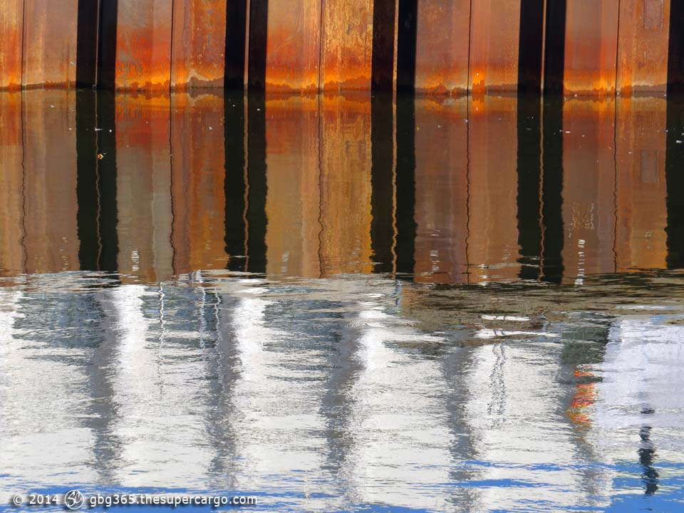 Hamnkanal reflections