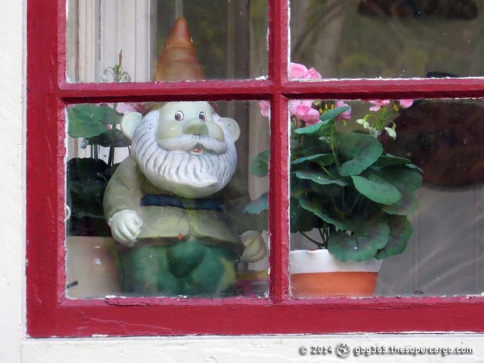 Gnome at home 1
