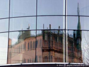 Sodra larmgatan reflected